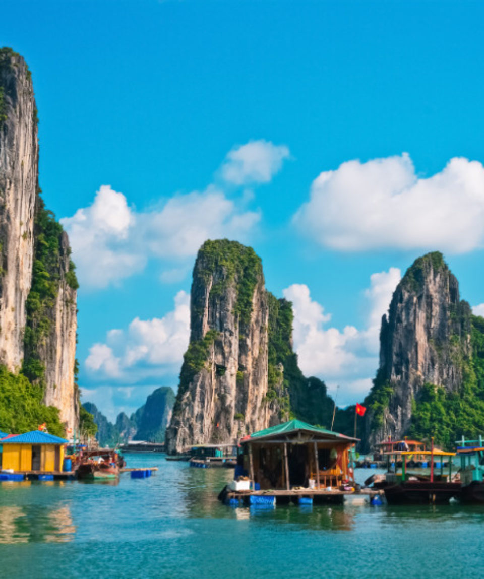 FEATURED IMAGE Floating fishing village in Halong Bay, Vietnam_368243756
